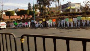 Los manifestantes se mantuvieron en las aceras y no interrumpieron el tránsito vehicular