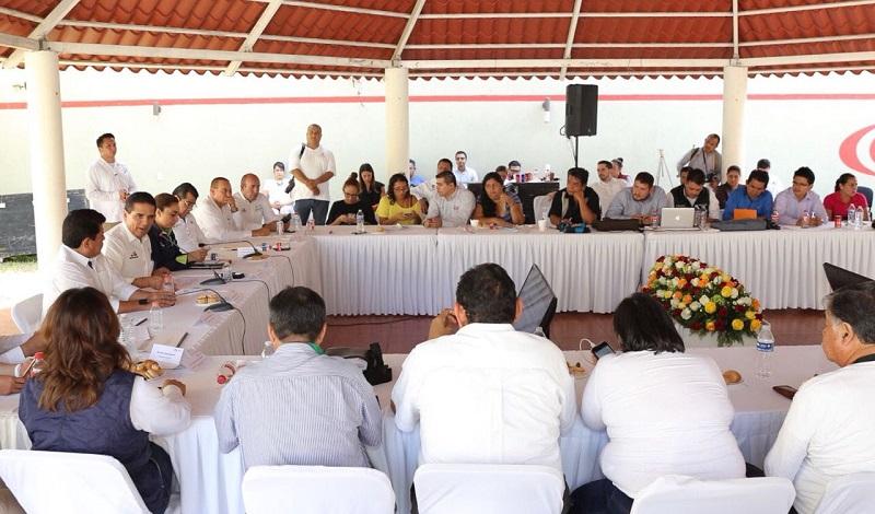 Con seguridad e inversiones, avanza desarrollo de Lázaro Cárdenas: Aureoles Conejo