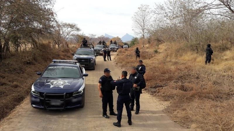 En la zona se realiza la revisión a personas y vehículos para identificar automotores con reporte de robo, asimismo se patrullan las diferentes carreteras y caminos