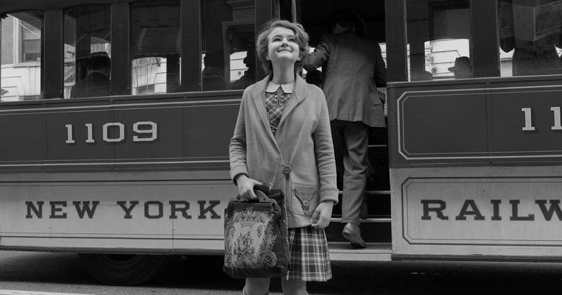 Las historias de Rose y Ben avanzan simétricas pero están claramente diferenciadas, no solo en el diseño de producción que retrata la ciudad de Nueva York en dos épocas muy distintas, sino también en el estilo visual