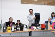 Representantes de alrededor de 300 mezcaleros conocieron nuevas opciones de envases que ayudarían a representar el valor y calidad del producto michoacano