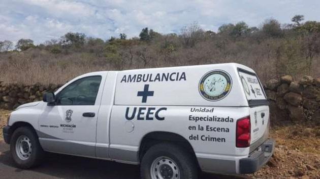 Minutos después del mediodía alertaron a la Policía Michoacán que fue localizado un hombre con impactos de arma de fuego