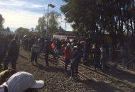 Además, los manifestantes de la CNTE toman la Presidencia Municipal de Coalcomán. Según los docentes, la SEE les debe una serie de bonos desde hace meses