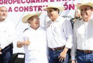 Durante la inauguración de varias pavimentaciones, Gilberto Zarco reconoció que en este rubro existen considerables solicitudes, que se han ido atendiendo para mejorar las condiciones de vida de la población
