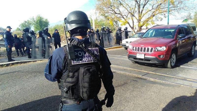 Personal de la Policía Michoacán también realiza labores de vigilancia en avenidas principales y oficinas administrativas en diferentes puntos del estado