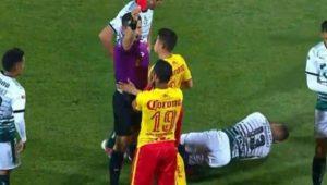 El técnico del club, Roberto Hernández, tuvo duras palabras para el peruano, en el que confió, pero vio la tarjeta roja en el primer compromiso con el Monarcas