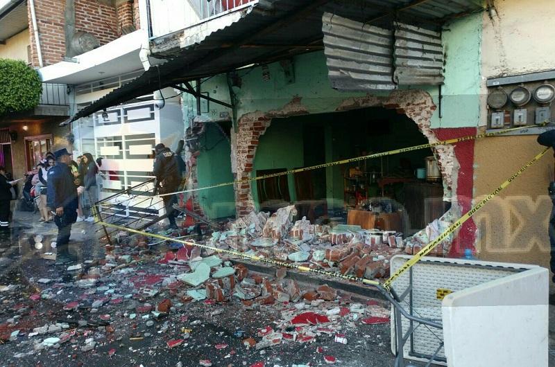 El incidente ocurrió minutos antes de las 08:00 de la mañana cuando en un momento determinado se escuchó una fuerte explosión en una vivienda sobre la calle Lirio en la colonia Jardín