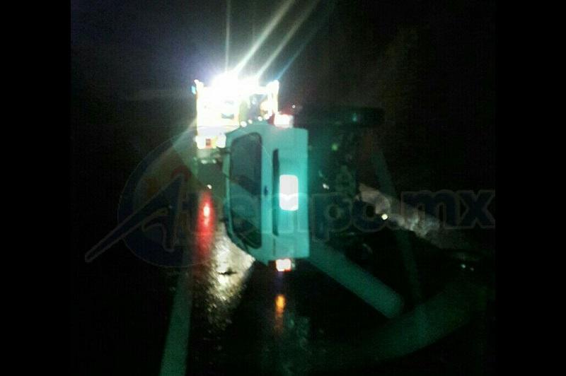 El incidente ocurrió minutos después de las 05:30 de la madrugada cuando circulaba una camioneta Ford Escape, de color blanco, con placas de circulación PFY-562-K del estado de Michoacán, sobre la Autopista Siglo XXI, al llegar al kilómetro 82+500
