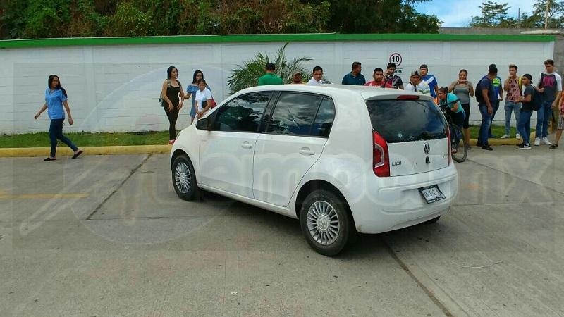 """El vehículo quedó sobre la Avenida Melchor Ocampo al interior de la gasolinera """"Las Torres"""""""