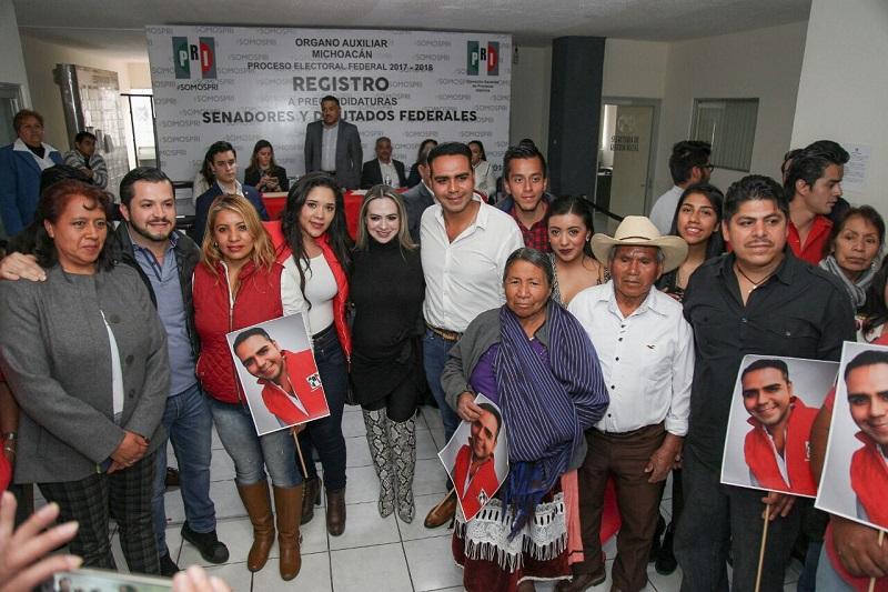Arsenio Hernández, es conocido en el Distrito por su trabajo social en beneficio de sectores de atención prioritaria, así como por impulsar proyectos que permiten el desarrollo económico y la generación de empleo