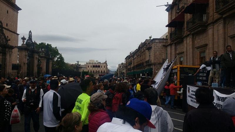 Al término de la marcha de profesores y sindicatos, se realizó un bloqueo y un mitin sobre la Avenida Madero
