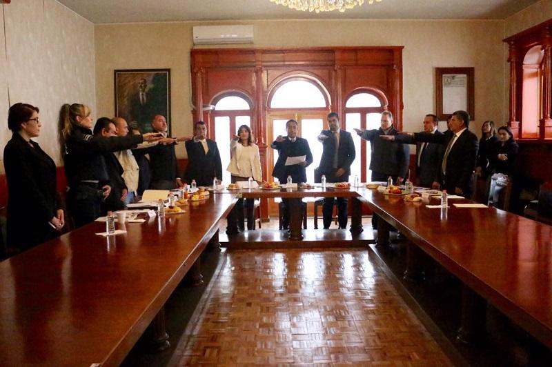 Luego de tomar protesta a los integrantes de esta comisión interinstitucional, López Solís, en su carácter de presidente, los invitó a trabajar coordinadamente con los presidentes de los municipios beneficiados