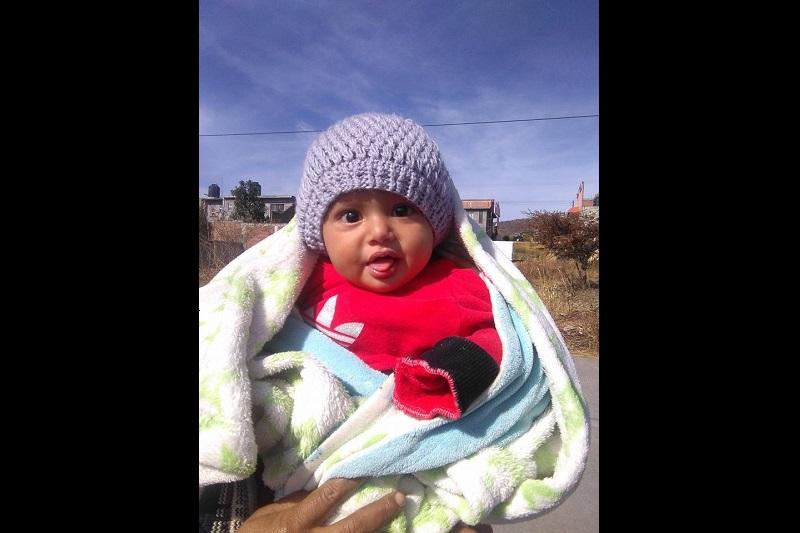 Hasta el momento se desconocen las circunstancias bajo las cuales el bebé apareció a media calle y nadie ha acudido a reclamarlo