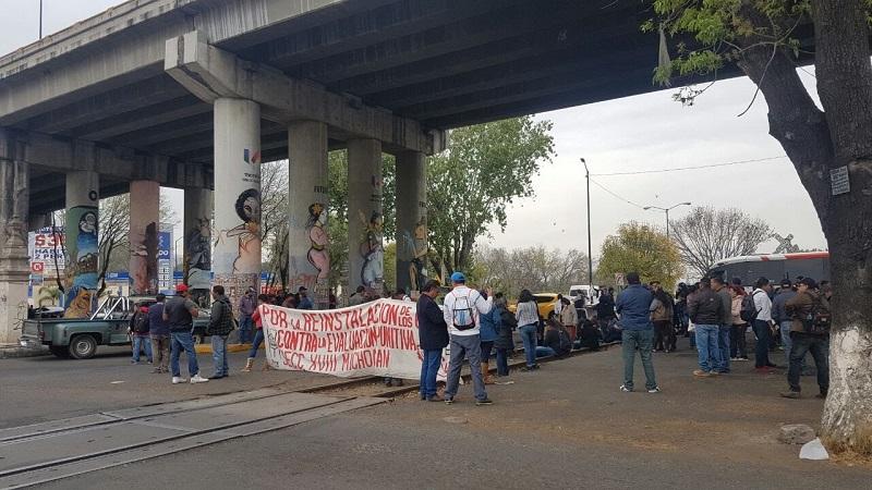 Tras el pago de bonos pendientes por parte del Gobierno de Michoacán, ahora los manifestantes manifestaron su rechazo a la evaluación docente y exigen la restitución de maestros cesados