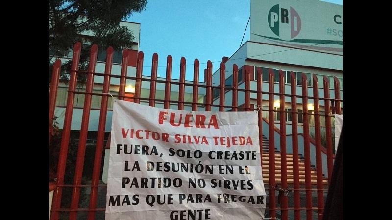 Esto ocurre precisamente en el marco de los registros de aspirantes a precandidatos del PRI a diputados locales y presidentes municipales en Michoacán