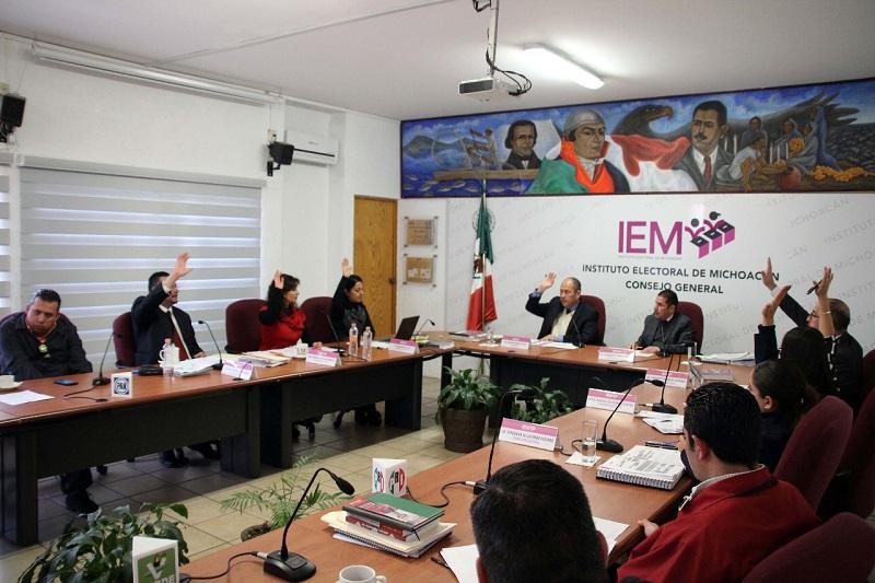 El Consejero Presidente del IEM, Ramón Hernández Reyes, describió al inicio de cada punto las modificaciones y adiciones que los Consejeros hicieron
