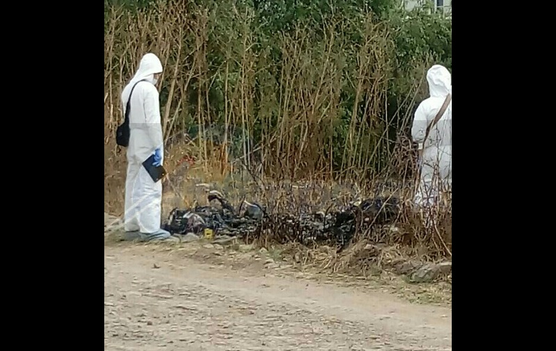 El hallazgo se registró cuando elementos de la Policía Michoacán fueron alertados de que a unos pasos de las márgenes del Río Grande se encontraban dos cuerpos calcinados