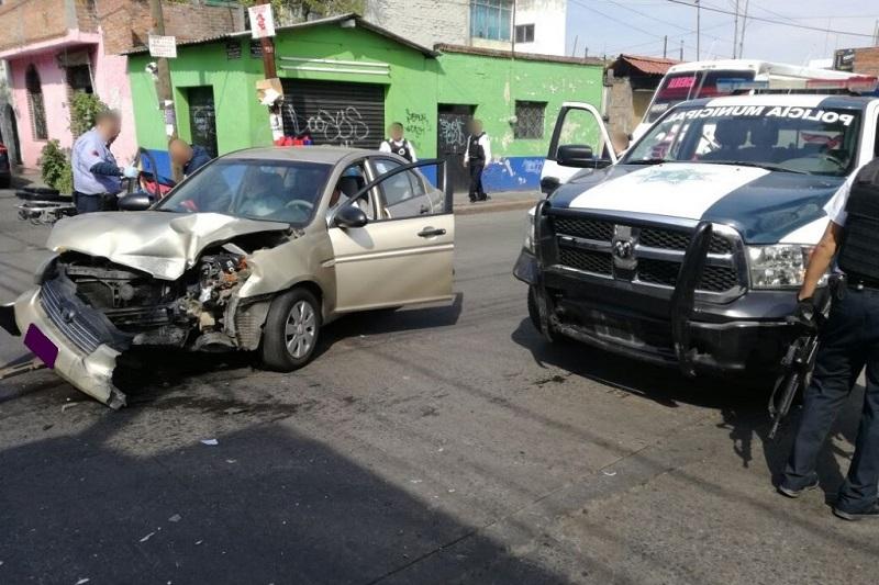 """""""No obstante, el choque se dio por una omisión del conductor de un vehículo de la marca Dodge tipo Attitude color arena, mientras la Unidad de la Policía se trasladaba por la Avenida Guadalupe (sic) de la Colonia Industrial"""", dicen en comunicado"""