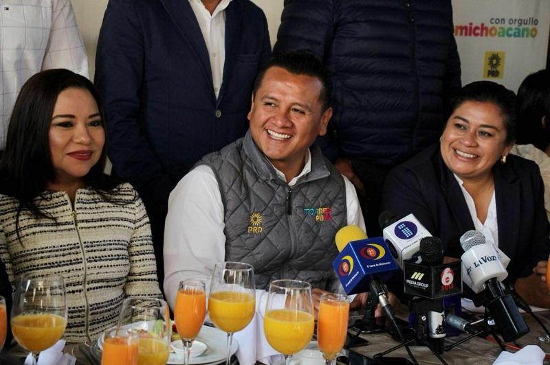Torres Piña recordó que el próximo miércoles concluye el periodo de precampañas al interior del PRD, para dar paso a que el 11 de febrero los consejeros nacionales elijan a los candidatos a presidente de la República, 128 senadores y 500 diputados federales