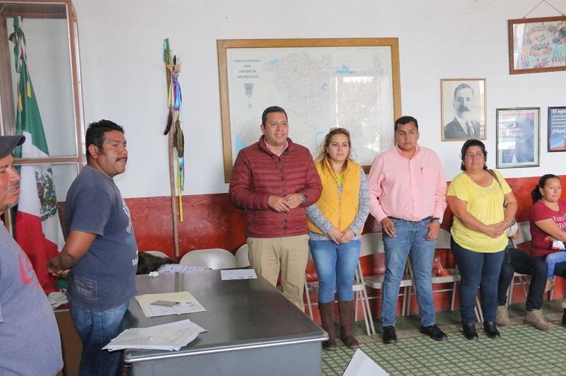 """""""Estas acciones son posibles gracias a la colaboración y prioridad del Gobernador del Estado, Silvano Aureoles Conejo, porque en Michoacán en materia educativa, seguimos haciendo las cosas bien"""", sostuvo Barragán Vélez"""