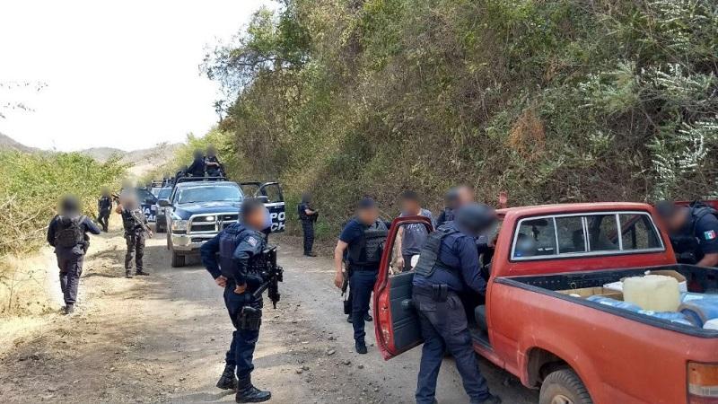 La Policía Michoacán también ha instalado filtros aleatorios de revisión a personas y vehículos, además de sobrevuelos y acciones de proximidad ciudadana a fin de atender cualquier incidente o queja