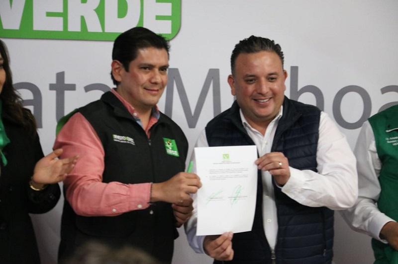 En su oportunidad, Quintana Martínez minimizó las críticas de la oposición, puesto que, dijo, los proyectos en beneficio de la ciudadanía son los que unen fuerzas, ya que el objetivo no es ganar la elección, sino recuperar la confianza de los morelianos