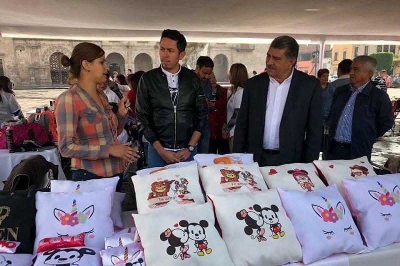 Durante el evento, Madero Naranjo entregó equipo para el mantenimiento del plantel Quiroga