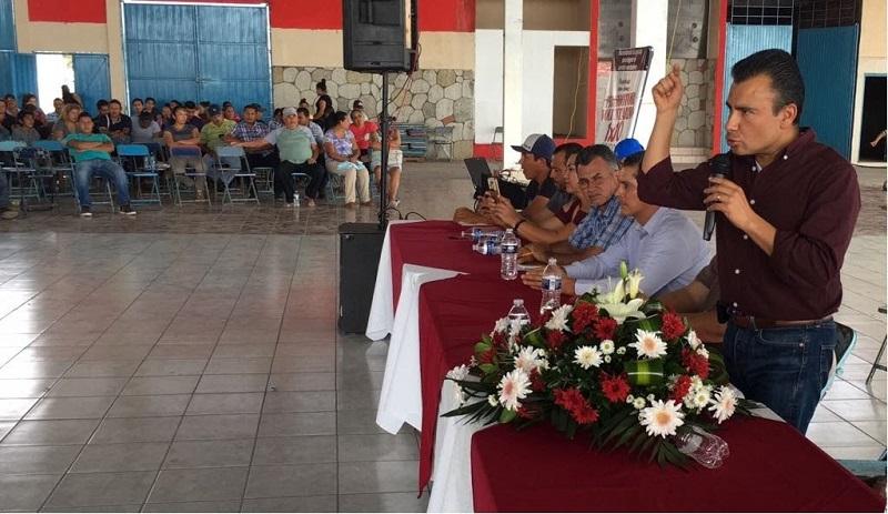 Encabezados por Agustín Lara, anunciaron también su renuncia Urbano Ramírez Torres, primer presidente del PRD municipal, y los ex presidentes del Comité del PRD Cleto Esquivel Gómez y Mario Padilla Adame, actual jefe de tenencia de La Ruana, entre otros