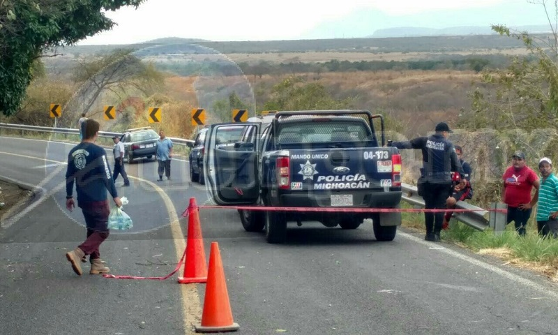 El hecho ocurrió minutos antes de las 15:00 horas que automovilistas que transitaban por la mencionada carretera alertaron al número de emergencias 911 que cerca del kilómetro 110 habían localizado tirado en la cinta asfáltica el cuerpo de un hombre
