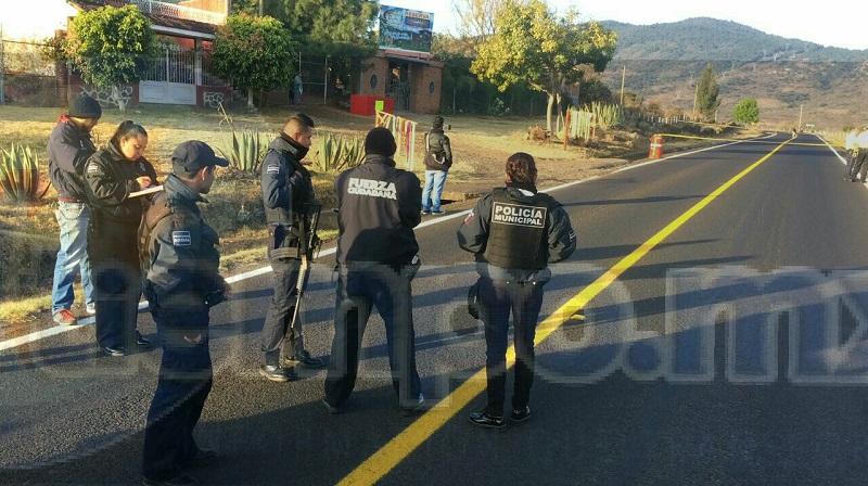 Al lugar se trasladaron agentes de la Policía Michoacán, los cuales confirmaron la información y solicitaron apoyo de paramédicos de la Cruz Roja, quienes arribaron minutos después