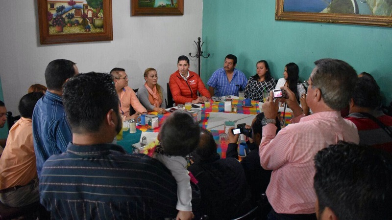 Paredes Andrade explicó que se prevé un escenario favorable para el partido este año, valorando obtener de 10 a 12 municipios en los comicios del 2018