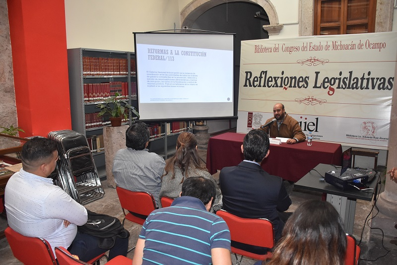 Becerril Leal es Doctor en Derecho por la UNAM y cuenta con Maestría en Derecho en la UMSNH, y es coordinador del Área de Estudios de Derecho en el Instituto de Investigaciones y Estudios Legislativos