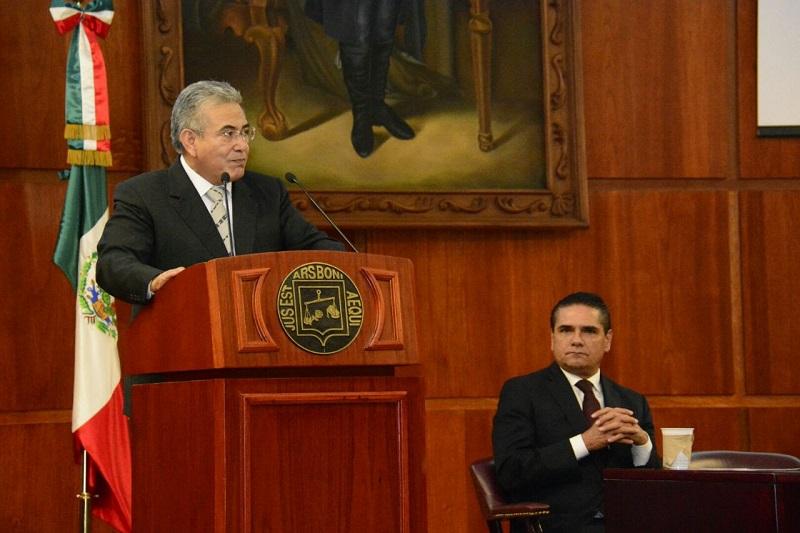 En un acto de transparencia y rendición de cuentas, Flores Negrete detalló ante funcionariado municipal, estatal y federal cada una de las acciones y obras emprendidas por el Poder Judicial en 2017