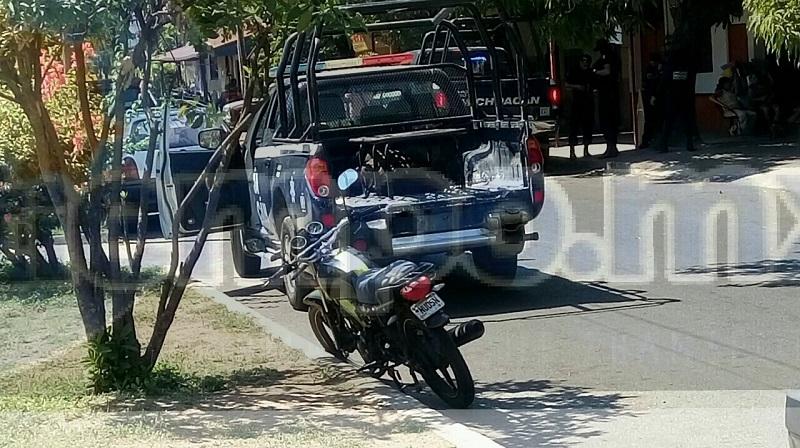 """El incidente se registró sobre la Avenida Lázaro Cárdenas frente a la farmacia Farmapronto, donde el señor Aaron T., de 52 años de edad, había descendido de su camioneta de la empresa """"Pollos Díaz"""", la cual había dejado estacionada para dirigirse a la zona bancaria"""