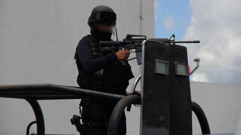 En las regiones Apatzingán y Uruapan fueron asegurados 17 mil 200 litros de combustible, que fueron puestos a disposición de la autoridad competente