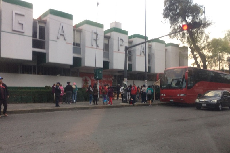 Los manifestantes cerraron momentáneamente la circulación con dos autobuses, pero después dejaron libre la Calzada Ventura Puente