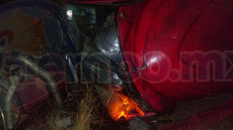La persona fue trasladada al IMSS del municipio de Uruapan para recibir atención médica, mientras elementos de la Policía Federal realizaban el peritaje del accidente y retiraban la pesada unidad a un corralón