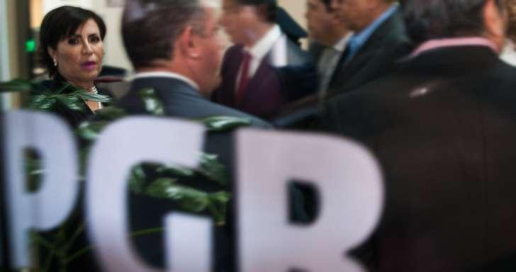 Ayer, Rosario Robles acudió a la Procuraduría General de la República (PGR) para declararse inocente de los desvíos revelados esta semana por el diario Reforma