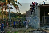 Personal de Protección Civil, al igual que equipo de rescate de Cruz Roja, logró bajar de la estructura del edificio al hombre lesionado, el cual fue trasladado a un hospital para recibir atención médica