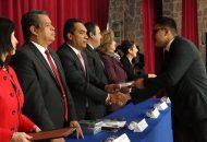 López Solís, presidió el acto protocolario de entrega de cartas de pasantes de la sección 15 de la Facultad de Derecho y Ciencias Sociales de la UMSNH, de la cual, también fungió como padrino