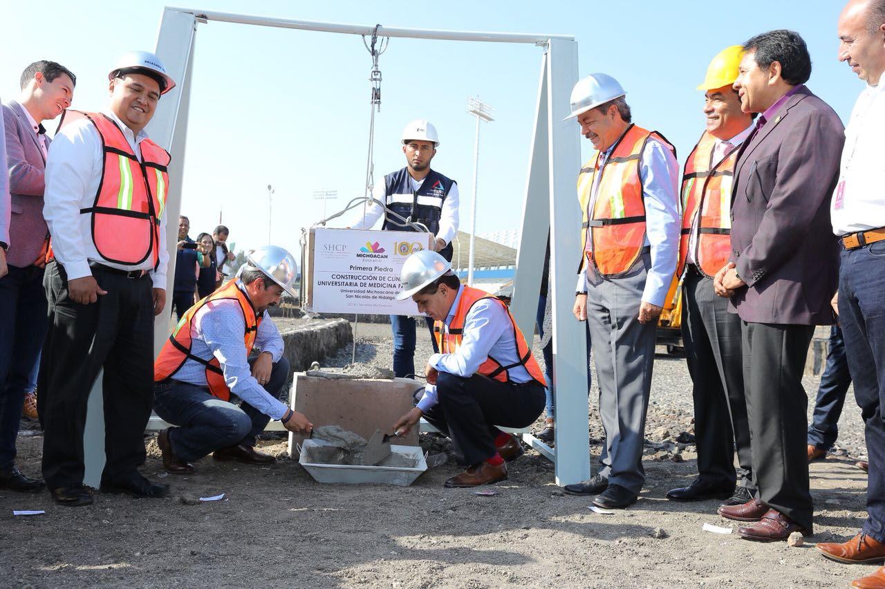 La Clínica será construida con una inversión de casi 50 mdp y estará concluida a más tardar en un año, comprometió el mandatario estatal