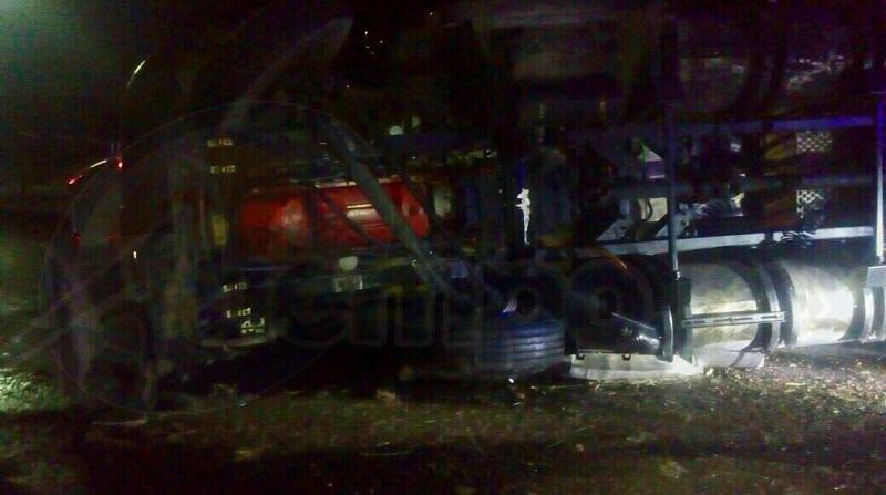 El accidente fue reportado al número de emergencias minutos después de las 02:00 de la madrugada sobre la carretera Morelia-Salamanca a la altura de una agencia cervecera