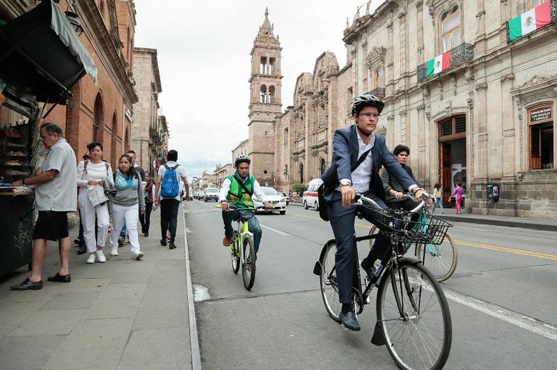 Miguel Ángel Villegas destacó, que como regidor también logró modificar el orden de importancia en el Reglamento de Tránsito Municipal, beneficiando primero el peatón, segundo el ciclista, tercero el transporte público y cuarto el automóvil