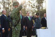 Ante los retos que se enfrentan en el país, la Bandera Nacional representa el símbolo de unidad, dijo el Gobernador y recordó que ante los desafíos, México siempre ha mostrado su grandeza