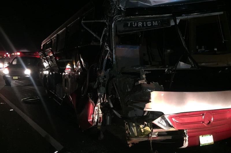 Personal de la Policía Federal se hizo cargo de realizar el peritaje del accidente, retirando las unidades siniestradas a un corralón para liberar la vía de comunicación