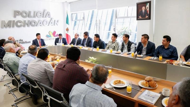 Corona Martínez señaló que se revisa un plan de acción con el delegado en Michoacán de la Secretaría de Comunicaciones y Transportes, Florentino Coalla Pulido, para detectar y cerrar accesos a la autopista que puedan poner en riesgo a quienes la transitan