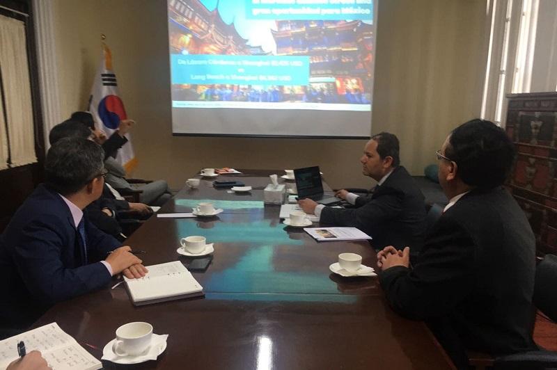 Durante un encuentro desarrollado en la embajada de Corea del Sur en México,  el titular de la secretaría de Desarrollo Económico y el diplomático coincidieron en la importancia de unir esfuerzos para fortalecer las relaciones comerciales entre el país asiático y México