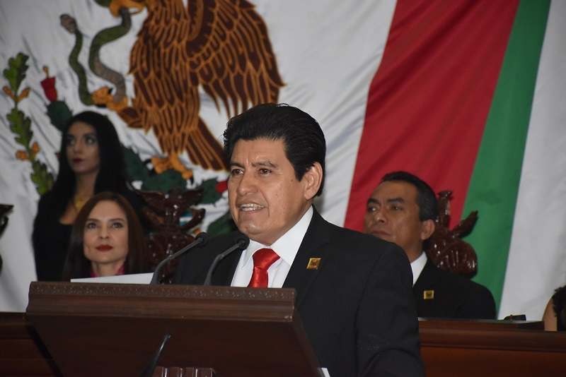 El legislador representante del Distrito de Múgica, hizo un llamado al respetar la Constitución y con ello rendir hombres a los Constituyentes