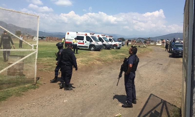 Cuatro agentes de la Policía Michoacán resultaron heridos y uno más perdió la vida en cumplimiento de su deber; seis agresores fallecieron en el lugar del enfrentamiento