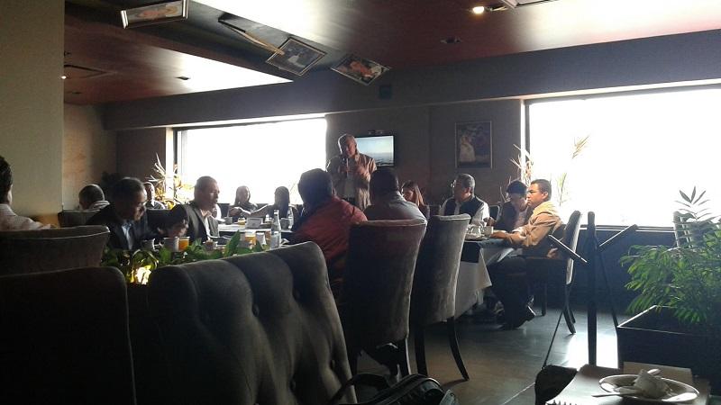 En la reunión, los presentes intercambiaron opiniones sobre la forma de hacer campaña y se motivaron mutuamente para lograr ganar las elecciones de este año, empezando por la elección presidencial